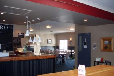 Albert Town Tavern - image 1
