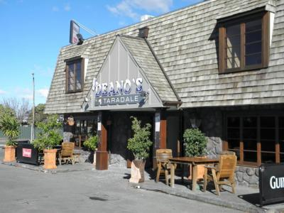 Deano's Bar & Grill - image 1