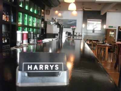 HARRYS Restaurant and Bar - image 2