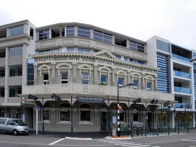 Oxleys Rock Hotel - image 1