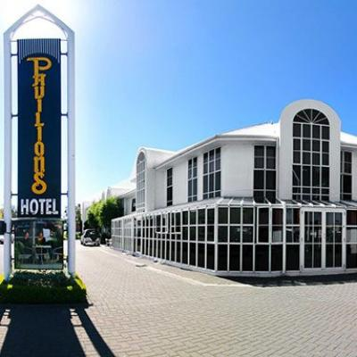 Pavilions Restaurant & Bar - image 1