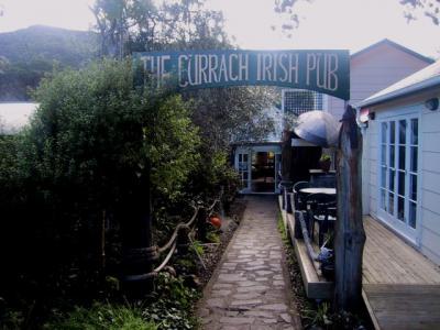 Pohutukawa Lodge & Currach Irish Pub - image 1