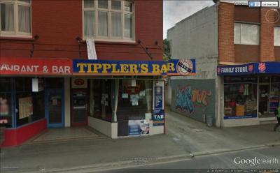 Tipplers Bar & Cafe - image 1