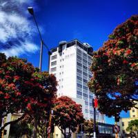 Bay Plaza Hotel - image 1