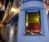 Mo's Bar - image 1