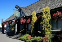 Rose & Shamrock Village Inn