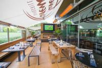 Tavern Harewood Bar & Grill